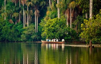 tambopata-lago-sandoval-navegar